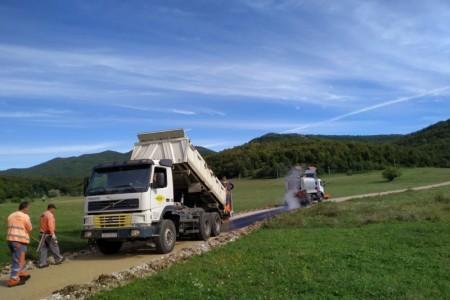 RADI SE: Grad Gospić asfaltirao četiri kilometra makadamskih cesta