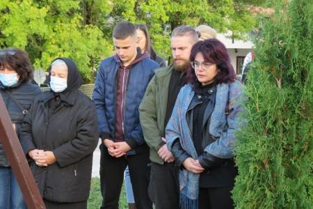 Bože daj da za tridesetu obljetnicu Verica Nikšić ima svoj grob!!!!