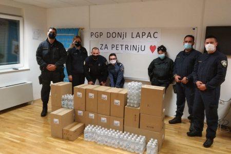 LIJEPO: Lički policajci poslali pomoć Petrinji iz Donjeg Lapca