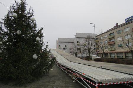 LIJEPO:  veliki ledeni tobogan u Gospiću donijet će dašak radosti u nadolazeće blagdansko vrijeme!!!