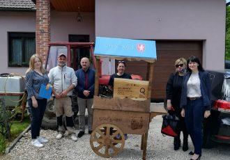 Isporučeno prvih 20 štandova za obiteljska poljoprivredna gospodarstva s područja Grada Gospića