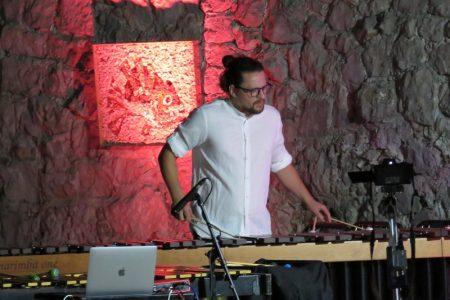 Odličan udaraljkaški koncert u veličanstvenom Mediteranskom vrtu Kava