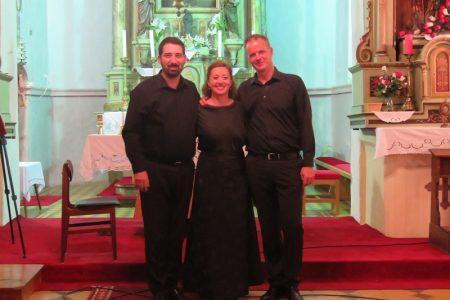U prekrasnom ambijentu crkve svetog Antuna Padovanskog u Gornjem Kosinju održan koncert ansambla Trio Seraphim