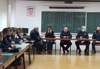 U Policijskoj upravi ličko-senjskoj primljeni policajci i policajke koji su uspješno završili Program za srednjoškolsko obrazovanje odraslih za zanimanje policajac/policajka